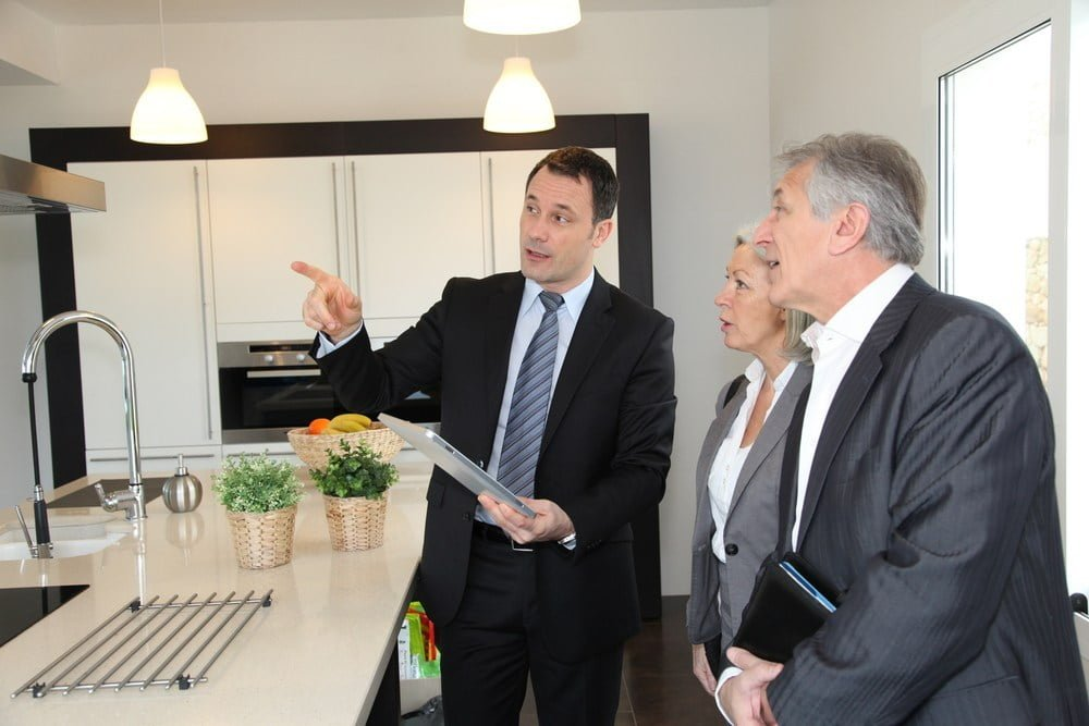 Top 3 reasons to work with a property advisor